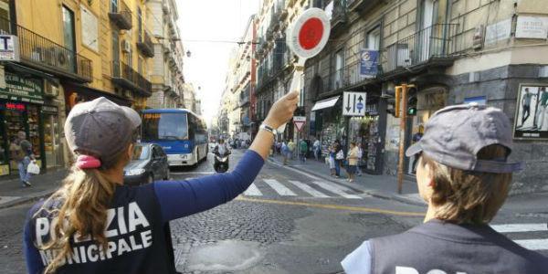Posto di blocco a Napoli nella Ztl Tarsia-Pignasecca-Dante