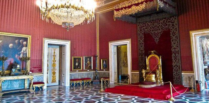 Una sala del Palazzo Reale di Napoli che ospiterà il Gran Ballo a Corte per Carnevale 2014