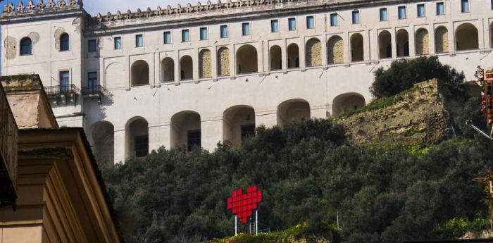 L'installazione Cuore di Napoli realizzaat a Castel Sant'Elmo per il giorno di San Valentino