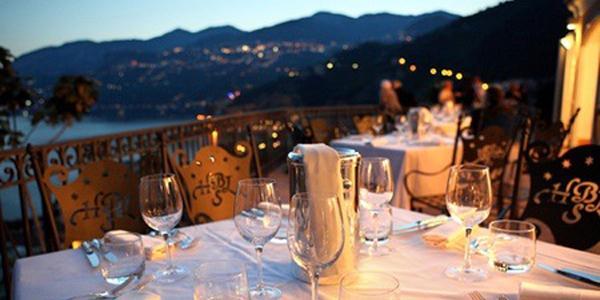 ristorante sulla costiera amalfitana