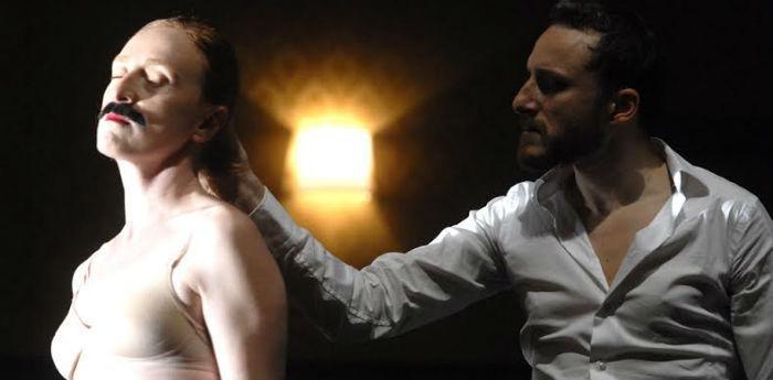 Scena dello spettacolo Il servitore di due padroni di Antonio Latella al Teatro Bellini