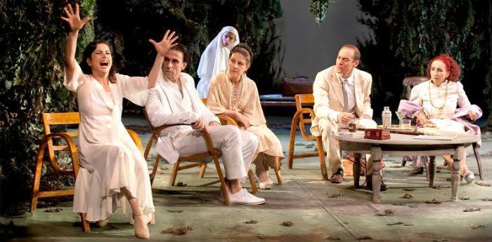 Scena dello spettacolo Improvvisamente lestate scorsa di Tennessee Williams al Teatro Bellini di Napoli