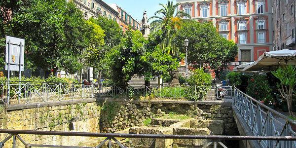 Piazza Bellini a Napoli per la XXV Giornata Internazionale della Guida Turistica