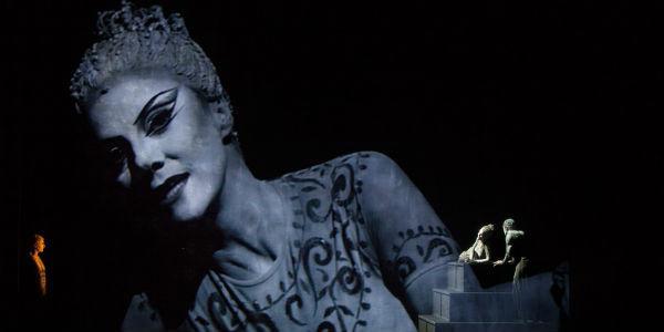 Una scena dello spettacolo di Luca De Fusco Antonio e Cleopatra al Teatro Stabile di Napoli