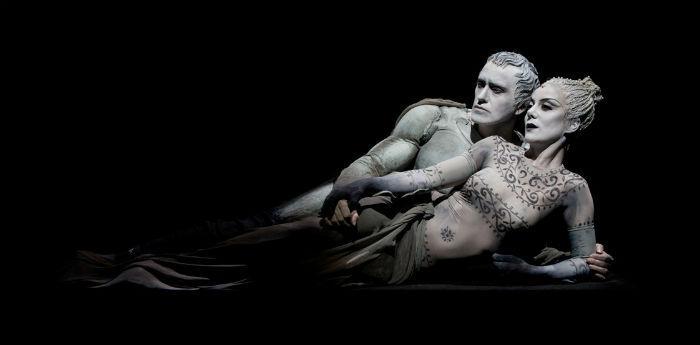 Scena dello spettacolo Antonio e Cleopatra di Luca De Fusco al Teatro Stabile di Napoli