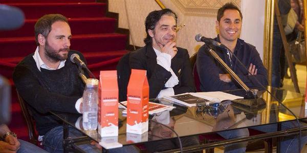 Foto della conferenza stampa di presentazione dello spettacolo Arancia Meccanica al Teatro Bellini di Napoli con Morgani, Daniele e Gabriele Russo