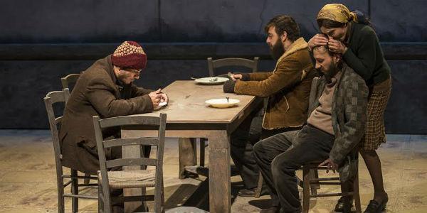 Una scena dello spettacolo Educazione Siberiana, con Adriano Pantaleo al Teatro Bellini di Napoli