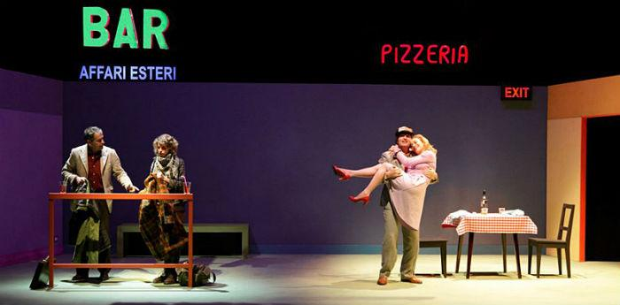 Una scena dello spettacolo Exit di Fausto Paravidino al teatro Piccolo Bellini di Napoli