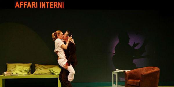 Scena dello spettacolo di Fausto Paravidino Exit al teatro Piccolo Bellini di Napoli