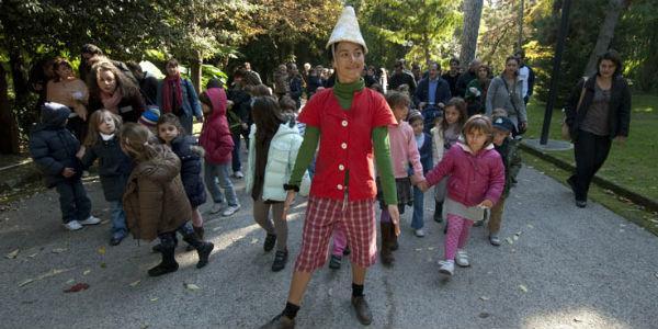 La favola Gli alberi di Pinocchio in scena all'Orto Botanico di Napoli per la rassegna Fiabe di Primavera