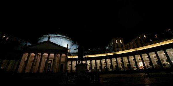 Piazza del Plebiscito al buio per L'Ora della Terra 2014 a Napoli