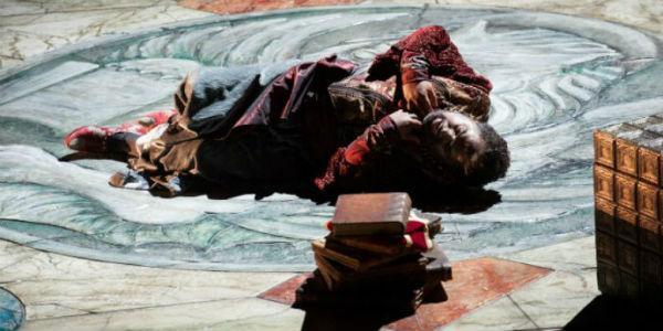 Scena dell'Otello di Giuseppe Verdi al Teatro San Carlo di Napoli