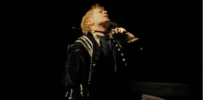Una scena dello spettacolo Riccardo III Invito a corte alla Galleria Toledo di Napoli