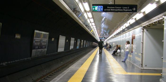 Stazione della Metropolitana linea 1 a Napoli, sciopero mezzi pubblici