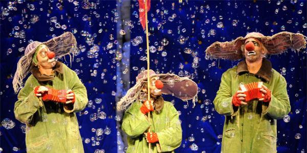 Scena dello spettacolo Slava's Snow Show al Teatro Bellini di Napoli