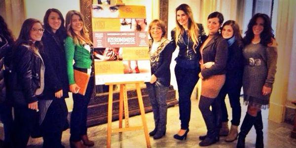 Alessandra Clemente ed il suo staff per l'iniziativa Zeromimose per la Festa della Donna a Napoli