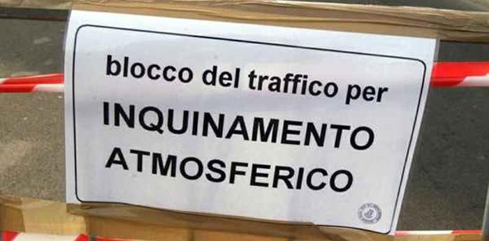 blocco del traffico per inquinamento atmosferico