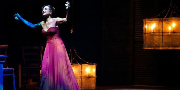 Scena dello spettacolo Linapolina con Lina Sastri al Teatro Diana di Napoli