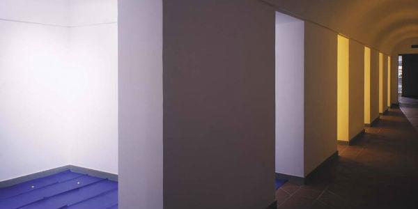 Una stanza della mostra di Ettore Spalletti al Museo Madre di Napoli