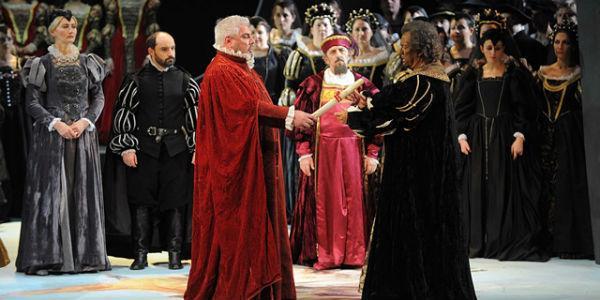 Una scena dell'Otello di Verdi al Teatro San Carlo di Napoli