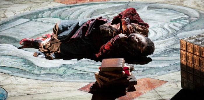 Una scena dello spettacolo Otello di Giuseppe Verdi al Teatro San Carlo di Napoli