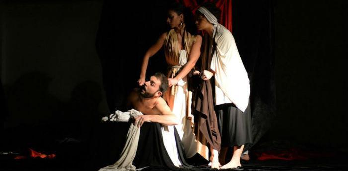 Szene der Tableaux Vivants Show von Caravaggio im Diözesanmuseum von Neapel