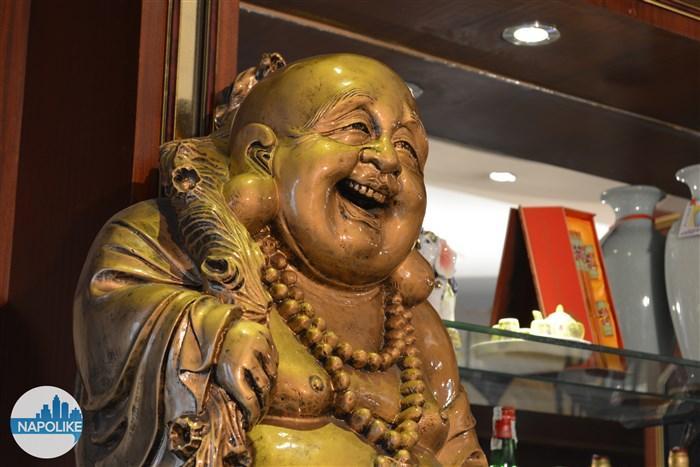 statua del buddha al ristorante cinese la città d'oro