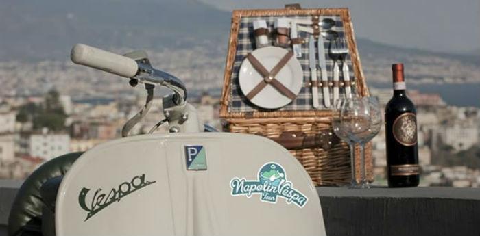 Vespa d'Epoca per i tour Wine&TheVespa a Napoli