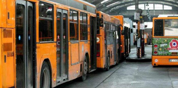 Autobus dell'Anm a Napoli