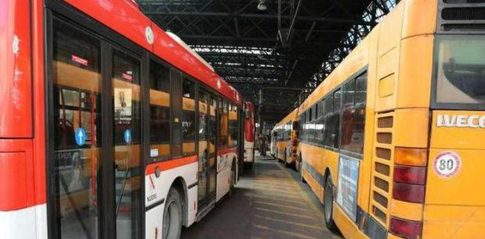Deposito degli autobus Anm, linee sospese a Napoli