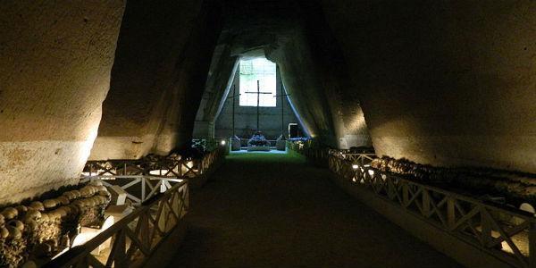Cimitero delle Fontanelle a Napoli
