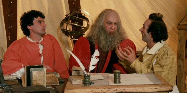 Troisi e Benigni con Leonardo Da Vinci in una scena del film Non ci resta che piangere