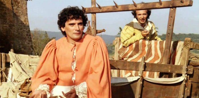 Una elle scene del film Non ci resta che piangere con Massimo Troisi e Roberto Benigni