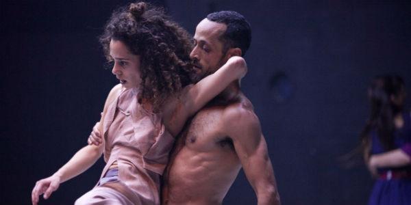 Una scena dello spettacolo Reshimo per il Napoli Teatro Festival