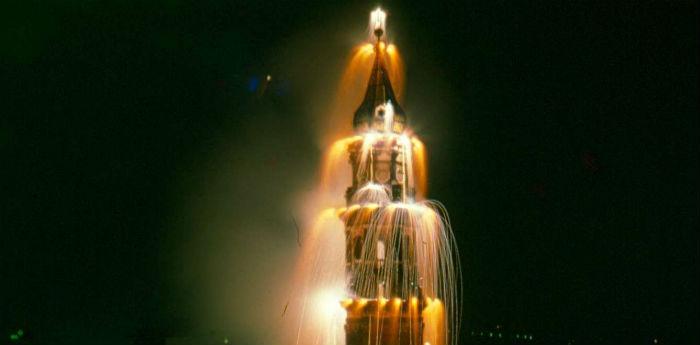 Incendio del campanile della Festa del Carmine a Napoli