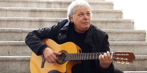 IL cantante napoletano Enzo Gragnaniello