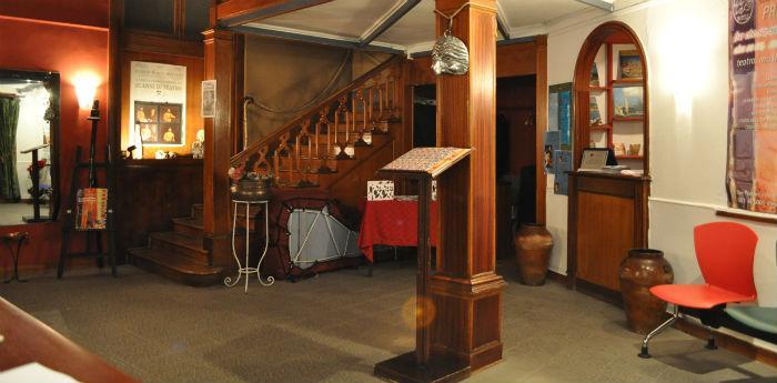 Il foyer del Nuovo Teatro Sancarluccio a Napoli