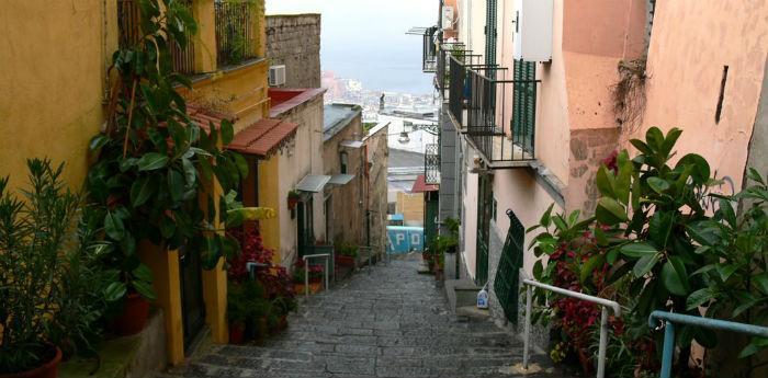 Le scale del Petraio a Napoli