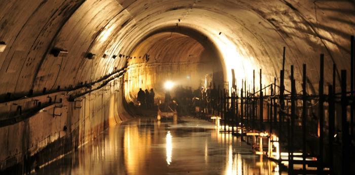 Il Tunnel Borbonico di Napoli, percorso sotterraneo in zattera