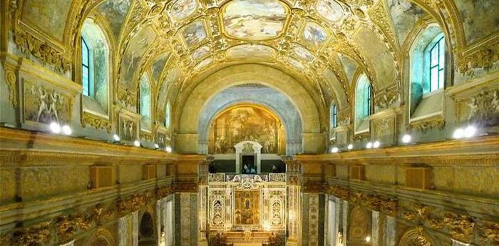 chiesa santa maria donnaregina