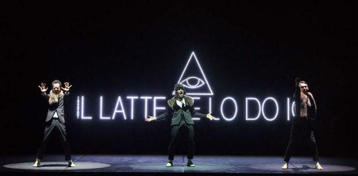 Una scena dello spettacolo Arancia Meccanica al Teatro Bellini di Napoli