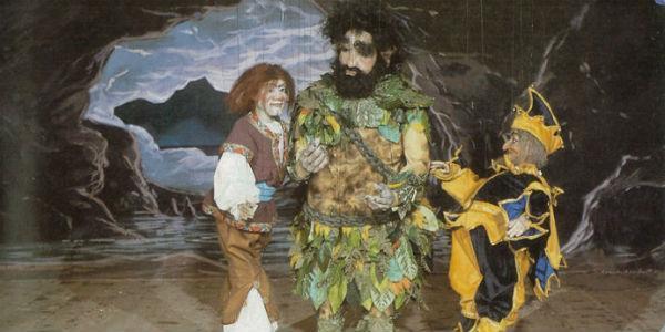 Una scena dello spettacolo La Tempesta di Eduardo De Filippo con marionette