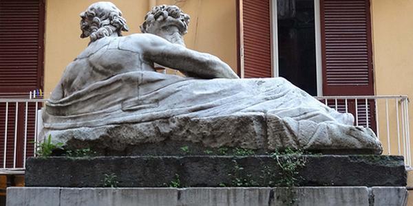 Il retro della Statua del Nilo