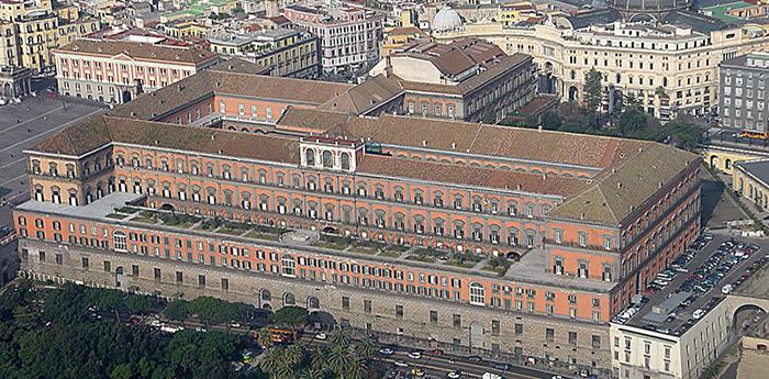 Il Palazzo Reale di Napoli dall'alto