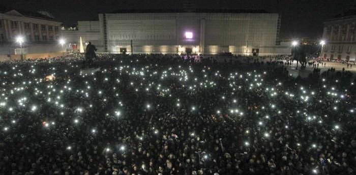 Piazza del Plebiscito, flashmob per Pino Daniele
