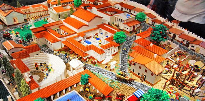 Pompei ricostruita con i Lego