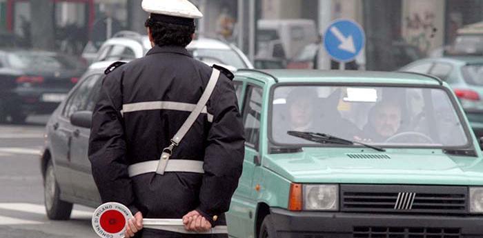 Vigile durante blocco del traffico