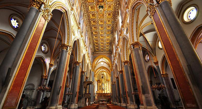 Interno della Basilica di San Domenico Maggiore a Napoli