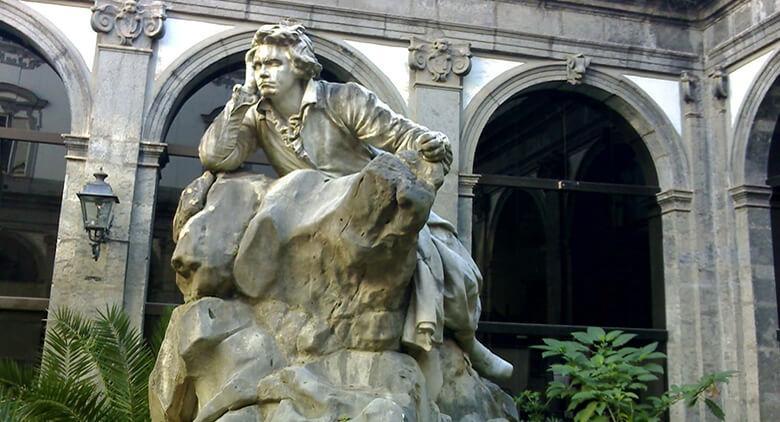 Statua di Beethoven al Conservatorio di San Pietro a Majella