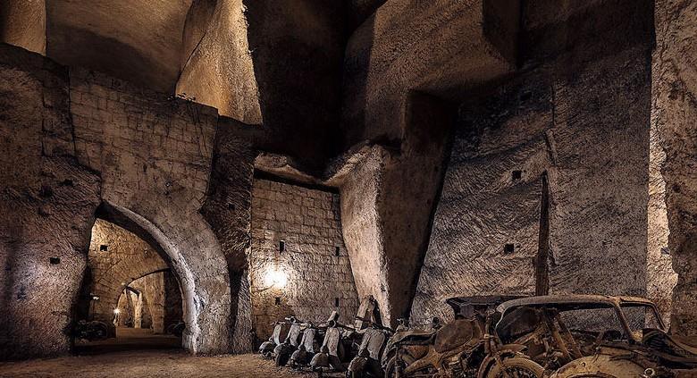 Tunnel_Borbonico_vespe_antiche
